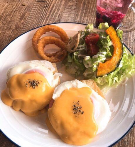 エッグベネディクト(北海道産4種のチーズソース)